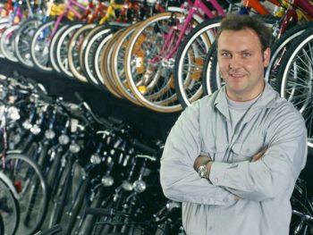 ABI Commercial Owner Man Standing Bike Shop cm 350x263