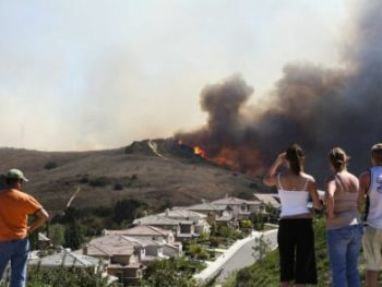 Brush Fire Threatening Homes cm 440x293 350x263