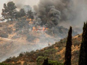 La Tuna wildfire in Los Angeles CA burning a structure cm 440x293 350x263